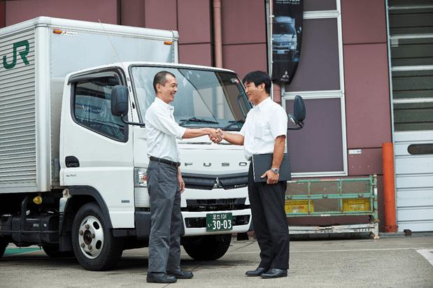 nhan-vien-fuso Thương hiệu Mitsubishi Fuso - Dòng xe tải cao cấp 2020