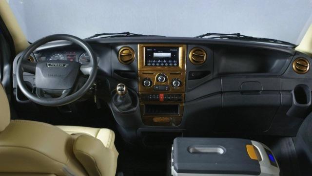 xe-minibus-iveco-2.jpg