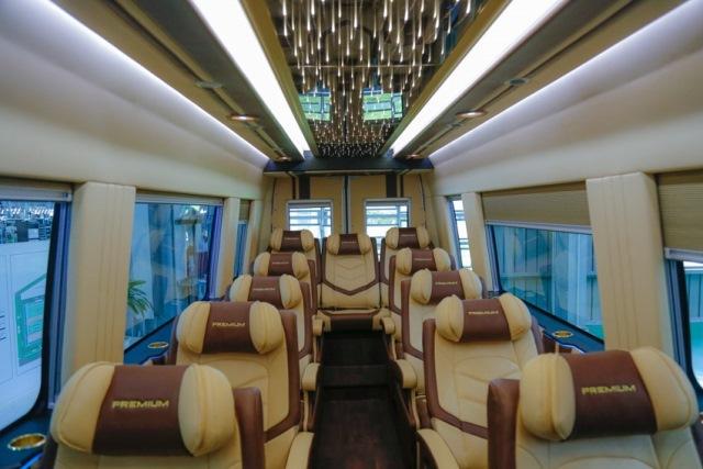 xe-minibus-iveco-4.jpg