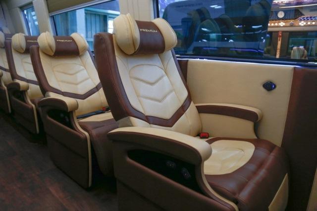 xe-minibus-iveco-5.jpg