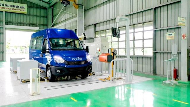 xe-minibus-iveco-7.jpg
