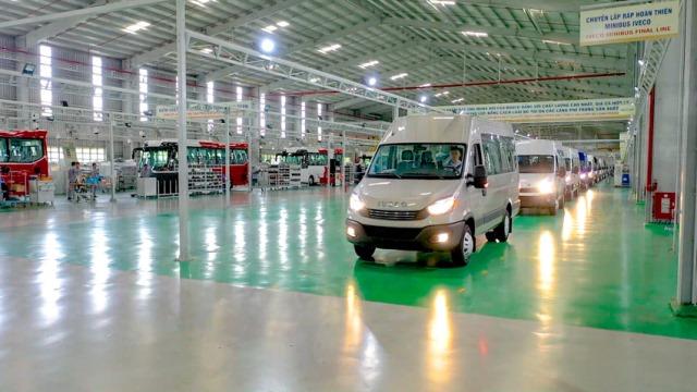xe-minibus-iveco-8.jpg